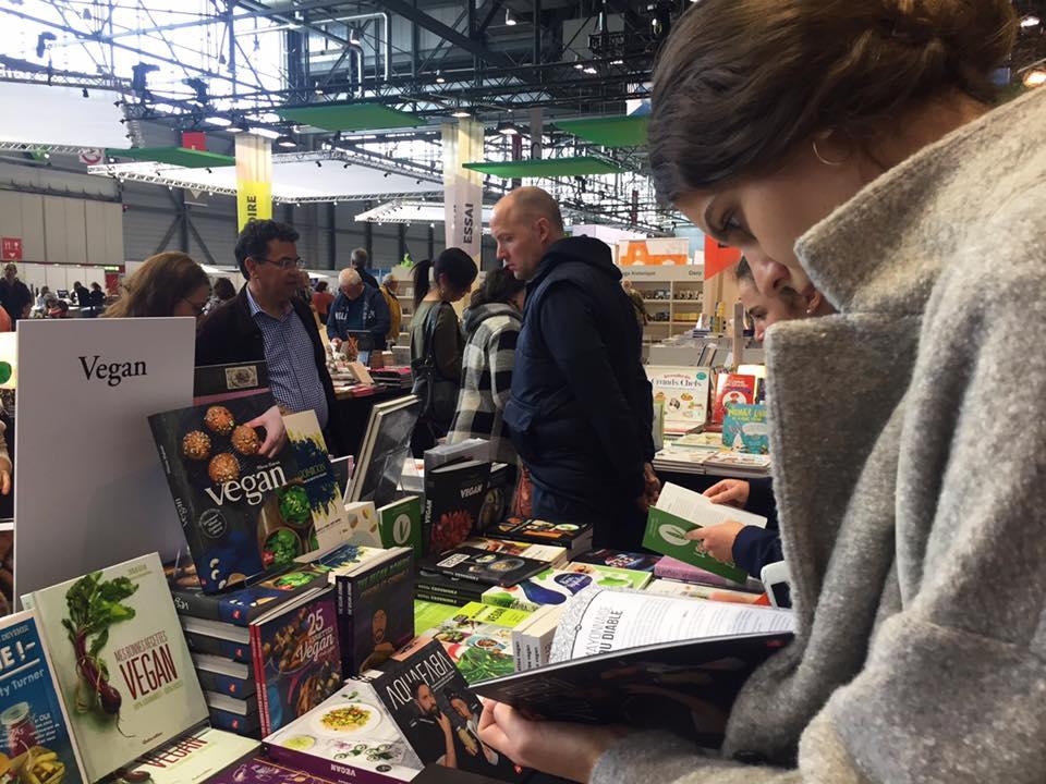 Photo du stand végan au Salon du livre de Genève.