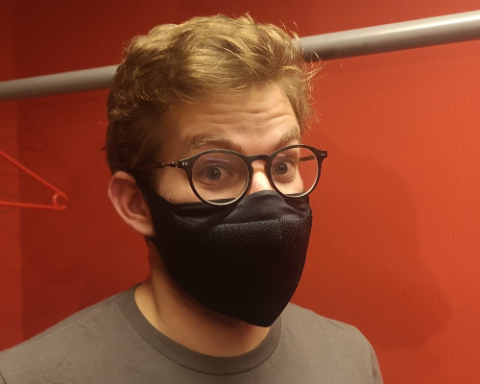 Thomas Wiesel masqué pendant le coronavirus.